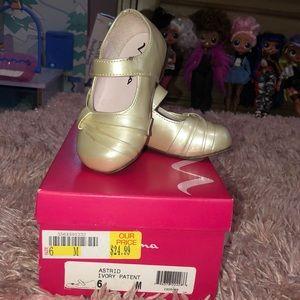 Nina ivory shoes size 6